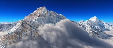 Nieve en el top de las montañas Fotografía de archivo libre de regalías