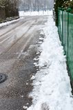 Nieve en la acera Fotografía de archivo libre de regalías
