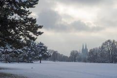 Nieve en la ciudad de Colonia, Alemania fotografía de archivo