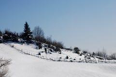 Nieve en la montaña Imágenes de archivo libres de regalías