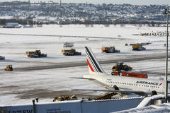 Nieve en los aeropuertos Fotografía de archivo libre de regalías
