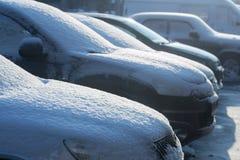 Nieve en los coches Foto de archivo libre de regalías