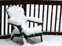 Nieve en silla del patio Fotos de archivo libres de regalías