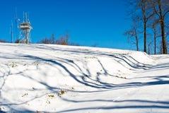 Nieve en torres de la célula del camino Fotografía de archivo
