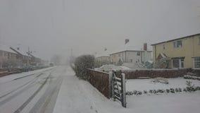 Nieve en una calle del pueblo Fotografía de archivo libre de regalías