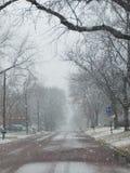 Nieve en una pequeña ciudad Imagen de archivo