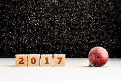 Nieve que cae 2017 bloques y ornamento Imagen de archivo libre de regalías