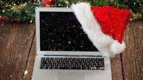 Nieve que cae con el ordenador portátil de la Navidad
