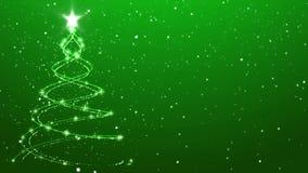 Nieve que cae del fondo animado elegante del árbol de navidad sobre verde almacen de metraje de vídeo