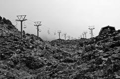 Nieve que espera del camino del cable de la montaña para Fotos de archivo libres de regalías