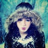 Nieve que sopla del adolescente emocionado Imagenes de archivo