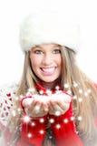 Nieve que sopla y deseos de la mujer del invierno de la Navidad Fotos de archivo libres de regalías