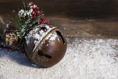 Nieve rústica del ornamento de la Navidad foto de archivo