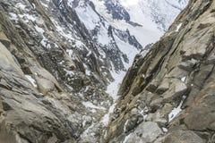 Nieve y rocas en las partes superiores del macizo de Mont Blanc imagen de archivo