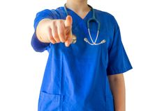 Niewiadoma młoda kobiety lekarka wskazuje przy w błękitnym medycznym mundurze obrazy stock
