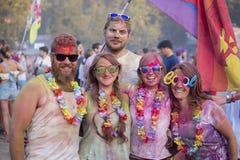 Niewiadome dziewczyny i chłopiec są uczestnicy kulturalny i festiwal muzyki Sziget w Budapest, Węgry Fotografia Stock