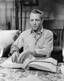 Niewidomego mężczyzna czytelnicza książka w brajlu (Wszystkie persons przedstawiający no są długiego utrzymania i żadny nieruchom zdjęcie stock