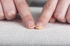 Niewidomy czytelniczy tekst obraz royalty free