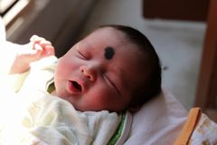 niewinnie dziecięcy dziecko Nowonarodzony dziecko jest uroczy obraz stock
