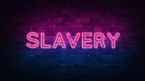 Niewolnictwo neonowy znak purpur i błękita łuna Neonowy tekst Ściana z cegieł zaświecająca neonowymi lampami Nocy oświetlenie na  royalty ilustracja