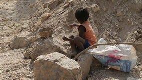 Niewolnictwo w Azja Praca dzieci pracownicy Minować łyszczyk indu zdjęcie wideo