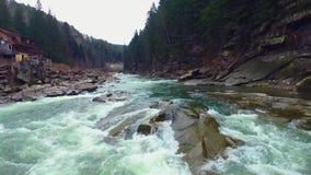 Niewygładzona halna rzeka zbiory