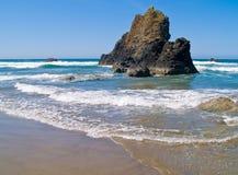 Niewygładzona Skalista Arcadia plaża zdjęcia stock