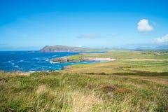 Niewygładzony zachodni irlandczyka wybrzeże wzdłuż Dzikiego Atlantyckiego sposobu zdjęcie royalty free