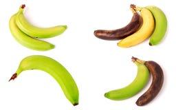 Niewyrobeni, dojrzali i przejrzali banany na białym tle, Set lub kolekcja zdjęcia royalty free