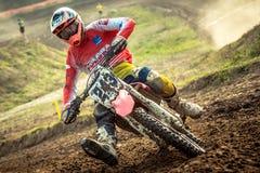 Niezdefiniowany jeździec na Polskim Motocross mistrzostwie Obraz Stock