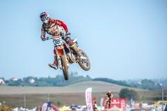 Niezdefiniowany jeździec na Polskim Motocross mistrzostwie Zdjęcie Royalty Free