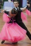 Niezidentyfikowana taniec para Wykonuje Juvenile-1 Standardowego Europejskiego program Fotografia Royalty Free