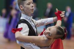 Niezidentyfikowana taniec para Wykonuje Juvenile-1 Standardowego Europejskiego program Zdjęcie Royalty Free