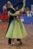 Niezidentyfikowana taniec para Wykonuje Juvenile-1 Standardowego Europejskiego program na Krajowym mistrzostwie Fotografia Royalty Free