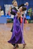 Niezidentyfikowana taniec para Wykonuje Juvenile-1 Standardowego Europejskiego program na Krajowym mistrzostwie Zdjęcie Stock