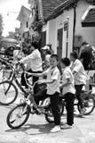 Niezidentyfikowane chłopiec na drodze w Luang Prabang Zdjęcia Stock