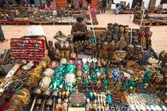 Niezidentyfikowane sprzedawca pamiątki przy Durbar kwadratem Fotografia Royalty Free