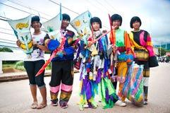 Niezidentyfikowani dzieci starzeli się 11-14 rok odzież ducha kostiumów Obrazy Royalty Free