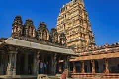 Niezidentyfikowani Indiańscy turyści odwiedzają sławny punkt zwrotny fotografia royalty free