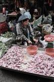 Niezidentyfikowani ludzie przy rynkiem w Phnom Penh Obraz Stock