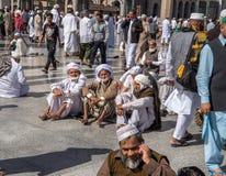 Niezidentyfikowani ludzie są usytuowanym w podwórzu przy Nabawi Mo Obraz Royalty Free