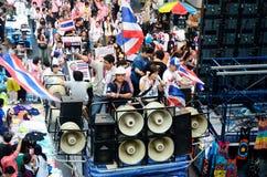 Niezidentyfikowani protestujący zbierają Patumwan skrzyżowanie anty rząd i pytają reformować przed wybory Fotografia Stock