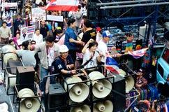 Niezidentyfikowani protestujący zbierają Patumwan skrzyżowanie anty rząd i pytają reformować przed wybory Fotografia Royalty Free