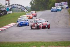 Niezidentyfikowani różnorodni samochody wyścigowi zdjęcia stock