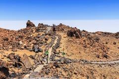 Niezidentyfikowani turyści chodzą na wierzchołku El Teide wulkan, Tenerife Fotografia Royalty Free