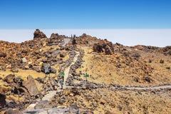 Niezidentyfikowani turyści chodzą na wierzchołku El Teide wulkan, Tenerife, Hiszpania Fotografia Royalty Free