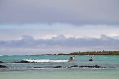 Niezidentyfikowani turyści kayaking w Garraptero plaży Obraz Royalty Free