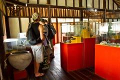 Niezidentyfikowani turyści w Agua Blanca Comune muzeum Obraz Royalty Free