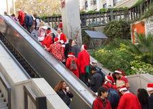Niezidentyfikowani uczestnicy przy Santa Kantują w San Fransisco, CA Obraz Royalty Free