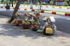 Niezidentyfikowany lokalny kobieta sprzedawca uliczny Zdjęcie Stock